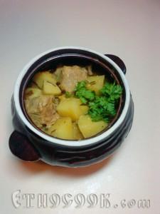готове карі з овочами і м'ясом