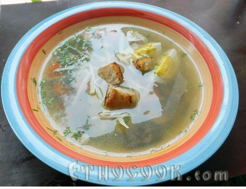 юшка з грибами, рибою, сухариками і сиром