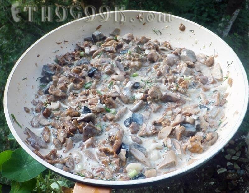 грибна підлива на сковорідці