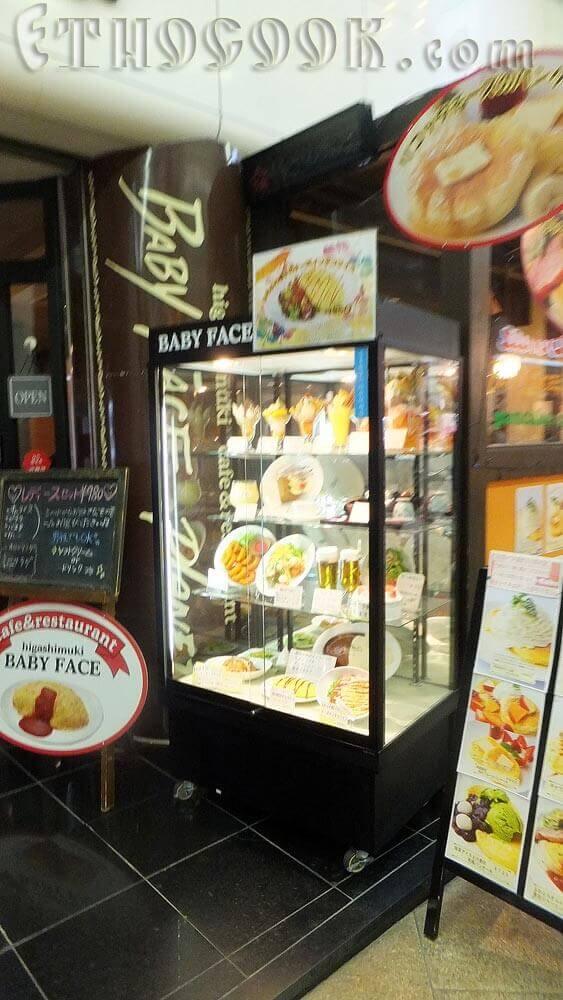 вітрина з макетами їжі в Японії