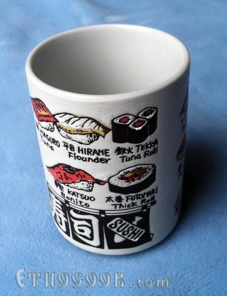 чашка з намальованими суші