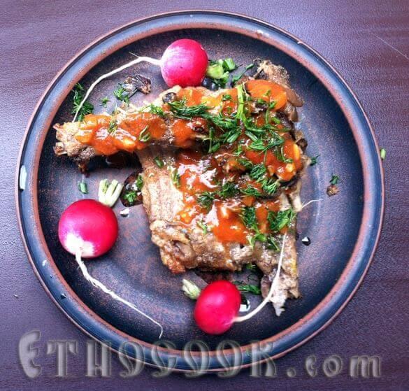 кролик з соусом та овочами