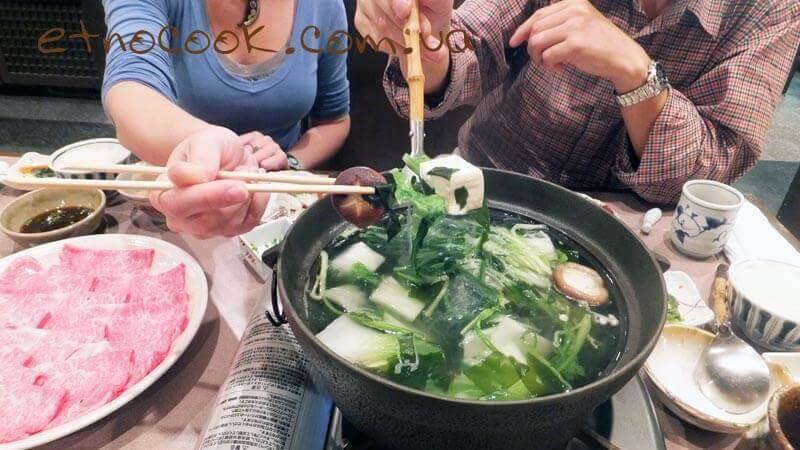 овочі та тофу з шябу-шябу