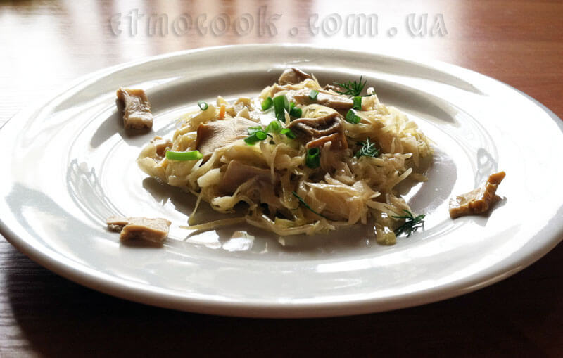 гот-тушкована-квашена-капуста-з-білими-сушеними-грибами-etnocook.com.ua