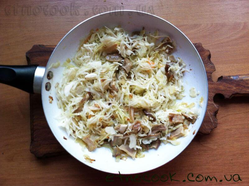 12-вимішуємо-капусту-з-білими-грибами