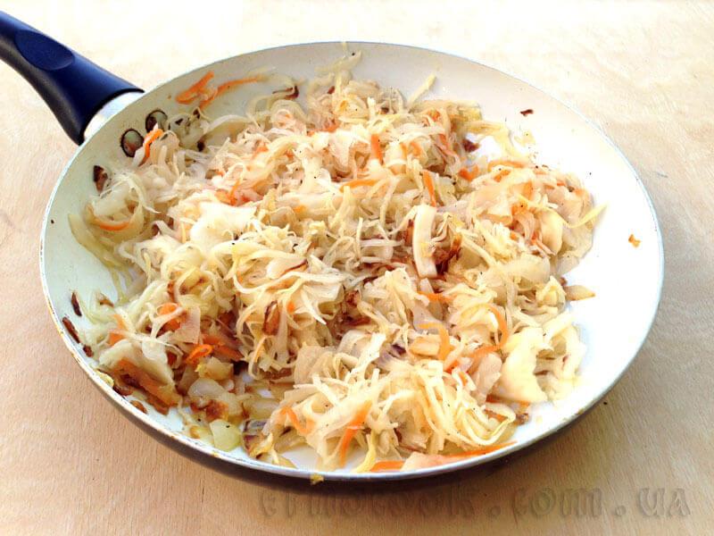 8-варенички-капуста-квашена-тушкована-український-рецепт-традиційна-кухня-Етнокук